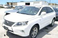 1996 White clean Lexus for sale ac/filtered and good working conditions