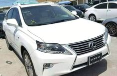 2011 White clean Lexus for sale ac/filtered and good working conditions