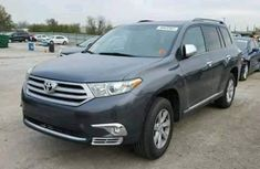 2015 fairly used Toyota Highlander FOR SALE