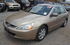 Neat Honda Accord gold 2005 for sale