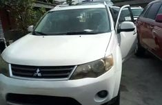 2008 Mitsubishi Outlander white for sale