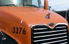 Mack Vision 2004 Orange for sale