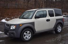 2005 Whtie Honda Element For Sale