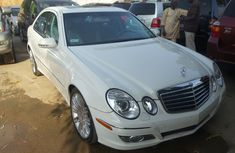 Very clean  2008 White Mercedes Benz E350 4matic for sale with full options