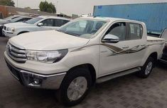 Very clean auction tokunbo Toyota Hilux 2008 White for sale