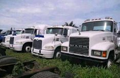 Mack International 2006 white for sale