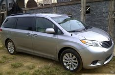 2014 Toyota Sienna Silver For Sale