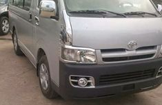 Toyota Hiace bus 2000 Silver with full option for sale