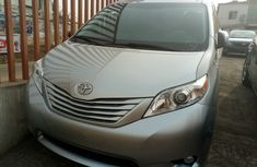 Tokunbo Toyota Sienna 2014 FOR SALE