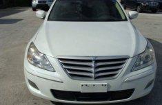 Hyundai Genesis 2010 White for sale
