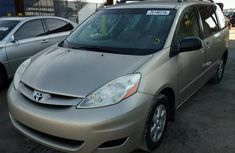 Toyota Sienna 2009 model for sale