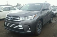Toyota Highlander 2017 model for sale.
