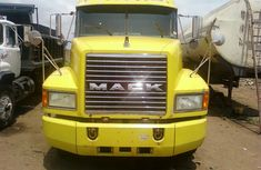 2010 Mack INTERNATIONAL yellow  FOR SALE