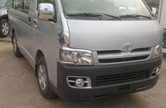2005 TOYOTA Hiace bus for sale full option