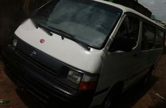 Toyota HiAce 2000 White For Sale