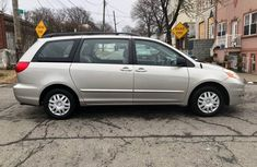 Clean Toyota Sienna for SALE  2007 model