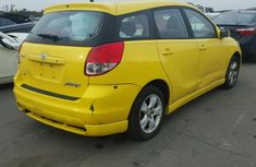 2003 direct tokunbo Toyota Matrix yellow for sale