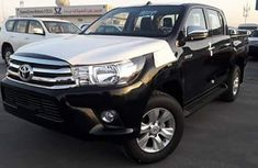 CLEAN 2010 TOYOTA HILUX FOR  SALE