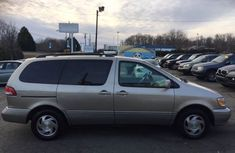 Clean Toyota Sienna for SALE 2001 model