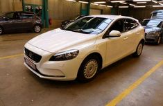 Clean foreign used Volvo V40 for sale 2013
