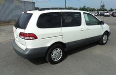 Clean Toyota Sienna 2003 for sale