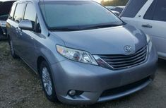 Neat and clean 2009 Toyota siEnna for sale with full option