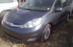 Well kept Toyota Sienna 2009 for sale