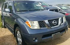 Very Clean Nissan pathfinder 2005 for sale
