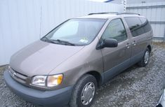 1999 Toyota Sienna for sale with full auction