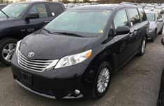 Very clean Toyota Sienna 2015 FOR SALE