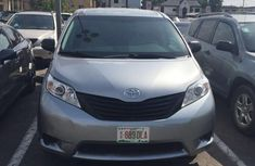 Very clean Toyota Sienna 2014 FOR SALE
