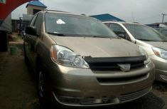 Toyota Sienna 2004 model  FOR SALE