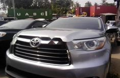 Almost brand new Toyota Highlander Petrol 2015 for sale