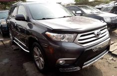 Almost brand new Toyota Highlander Petrol 2013