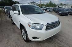 Clean Toyota Highlander 2010 White for sale with full auction
