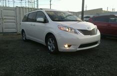 2017 TOYOTA SIENNA White for sale