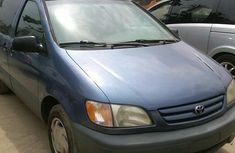 Clean Toyota Sienna brown 1999 Blue for sale