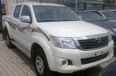 Very clean tokunbo Toyota Hilux 2000 White for sale