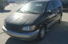 Tokunbo Toyota Sienna 1998 Green for sale