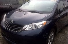 Clean neat Toyota Sienna 2011 FOR SALE