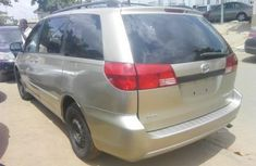 Toyota Sienna 2004 gold for sale