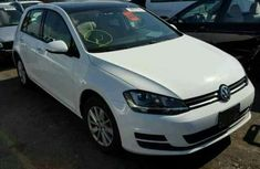 Clean Golf 2014 white for sale