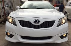 Clean Toyota Camry 2010 white for sale