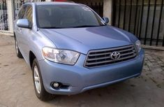 Neatly used Toyota Highlander 2007 blue for sale
