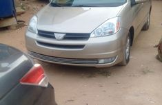 Very Clean Toyota Sienna 2005 Gold for sale