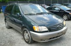 CLEAN 2001 TOYOTA SIENNA BLUE FOR SALE