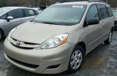 CLEAN 2003 TOYOTA SIENNA GOLD FOR SALE
