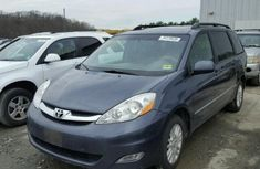 CLEAN 2003 TOYOTA SIENNA BLUE FOR SALE