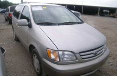 Tokunbo 2001/2002 Toyota Sienna FOR SALE