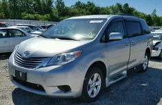 2014 Very neat Toyota SieNna for sale